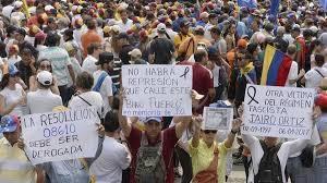 """""""Estamos preocupados por los informes sobre los actos de violencia durante las protestas"""", afirmó Elizabeth Throssell, vocera del alto comisionado para los derechos humanos. También se refirió a la inhabilitación de Henrique Capriles"""