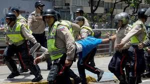 """En su edición de este viernes, L'Osservatore Romano dedica un artículo a """"las protestas que no se detienen"""" en Venezuela y la represión del gobierno, que ya causó cinco muertes"""