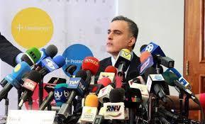 Te pido como hijo y en nombre de Venezuela, a la cual tú sirves, que reflexiones y hagas lo que tienes que hacer