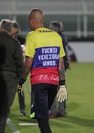 Antes de disputar el partido ante Lazio, los jugadores del Crotone lucieron camisetas con la bandera de la nación sudamericana y un mensaje hacia su pueblo