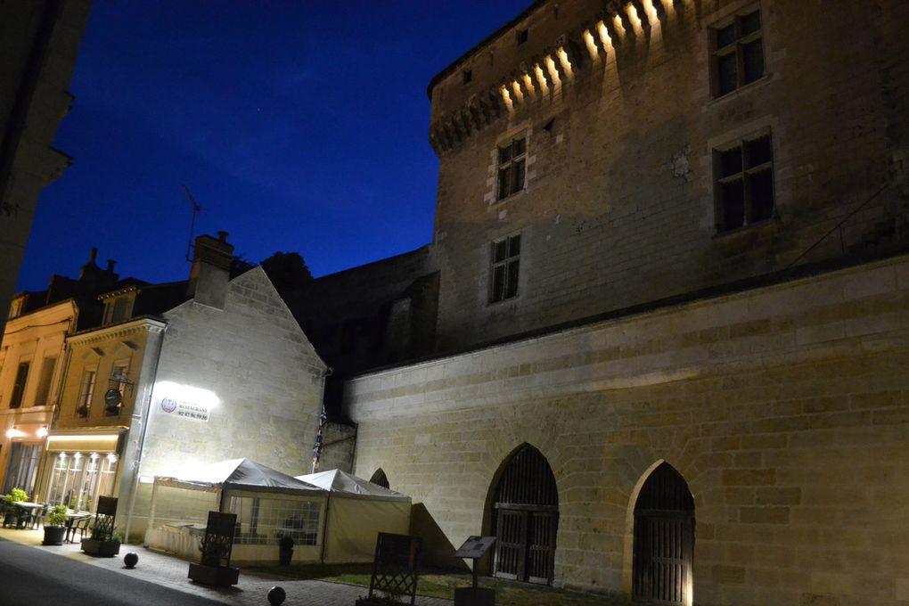 Le château de Langeais, reconstruit par Louis XI en 1465, se dresse dans la commune éponyme dans le département d'Indre-et-Loire, en région Centre-Val de Loire, en France. Il a remplacé un premier château fort édifié à la fin du xe siècle par Foulques Nerra. Au titre des monuments historiques, le château fait l'objet d'un classement par arrêté du 13 mars 1922 &#x3B; la partie du parc du château autour des ruines jusqu'au pont fait l'objet d'un classement par arrêté du 26 mai 1921.