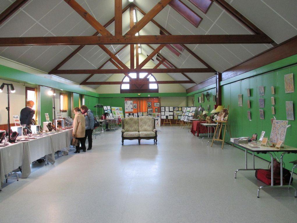 Pour mon arrivée en Normandie, j'ai exposé (expo collective) à Pont-Hébert dans la salle des fêtes, fin novembre. J'ai été très bien reçu.