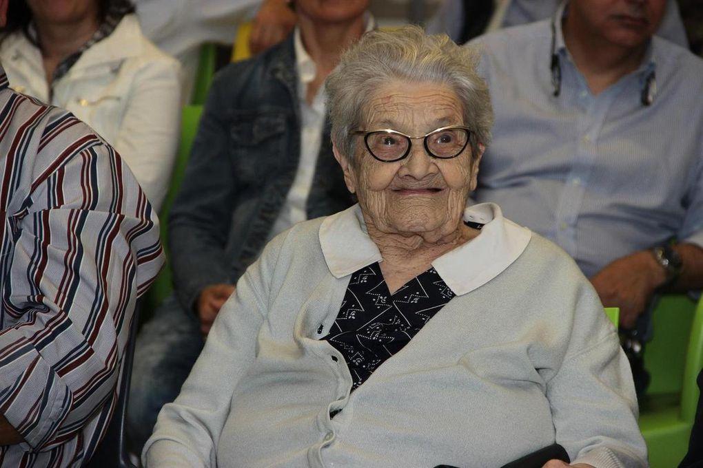 consegna della medaglia della Liberazione a Carlotta Molgora