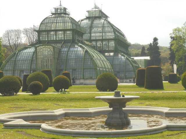 Schloss Schönbrunn mit seiner tollen Gartenanlage.