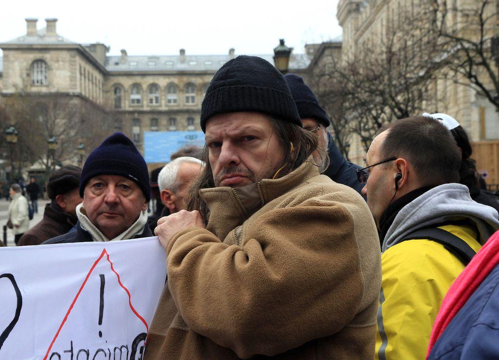 Diaporama du rassemblement au Palais de justice de Paris