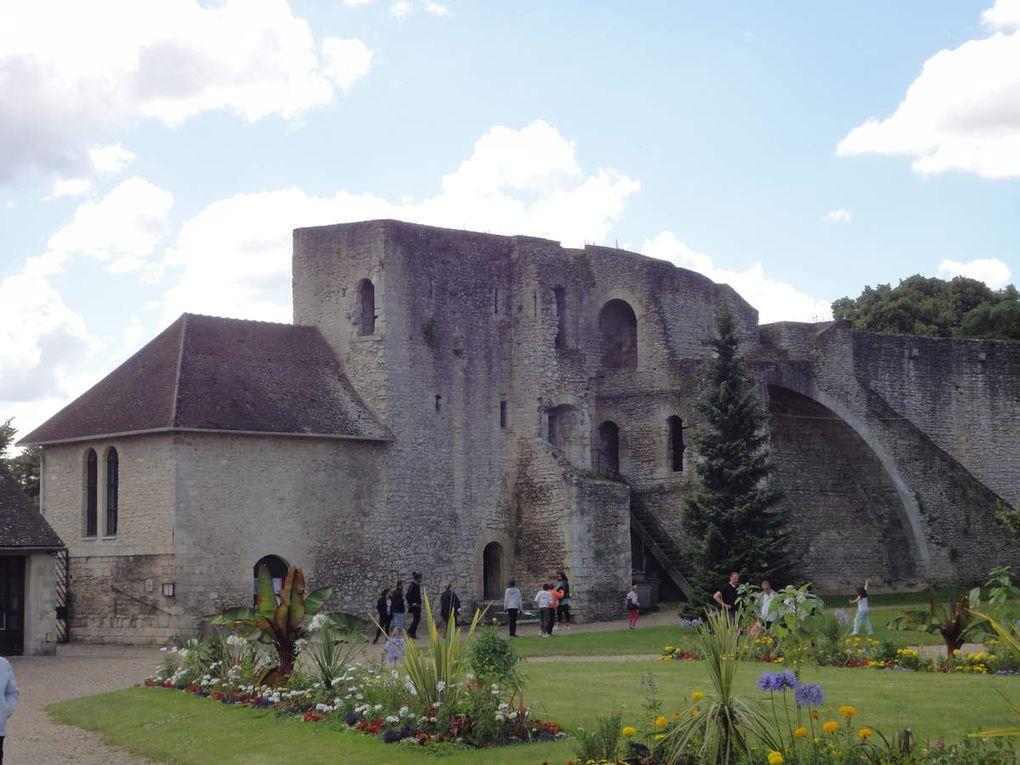 Gisors (château et église) et Chartres (cathédrale) en juillet 2016.