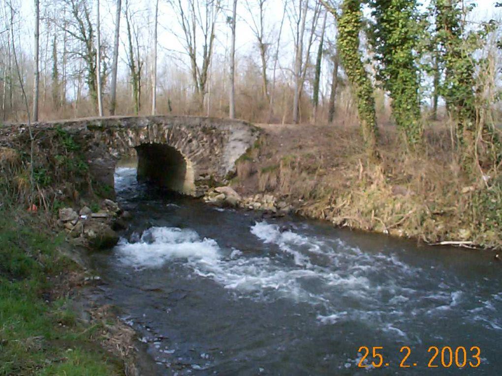 Les marais, les peupliers et le pont romain