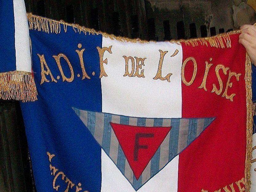 Le président départemental de la FNAME, le président départemental de l'ADIF de l'Oise Gérard Bocquery, et Yves Bouvier, porte-drapeau suppléant de l'ADIF de l'Oise