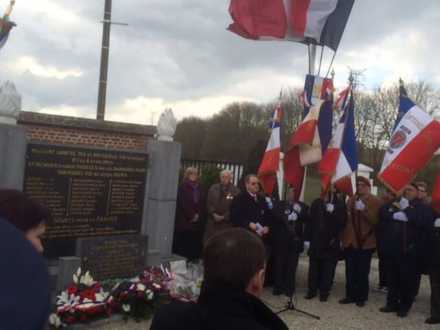 A droite, le Porte-Drapeau de l'ADIF-FNDIR de l'Aisne