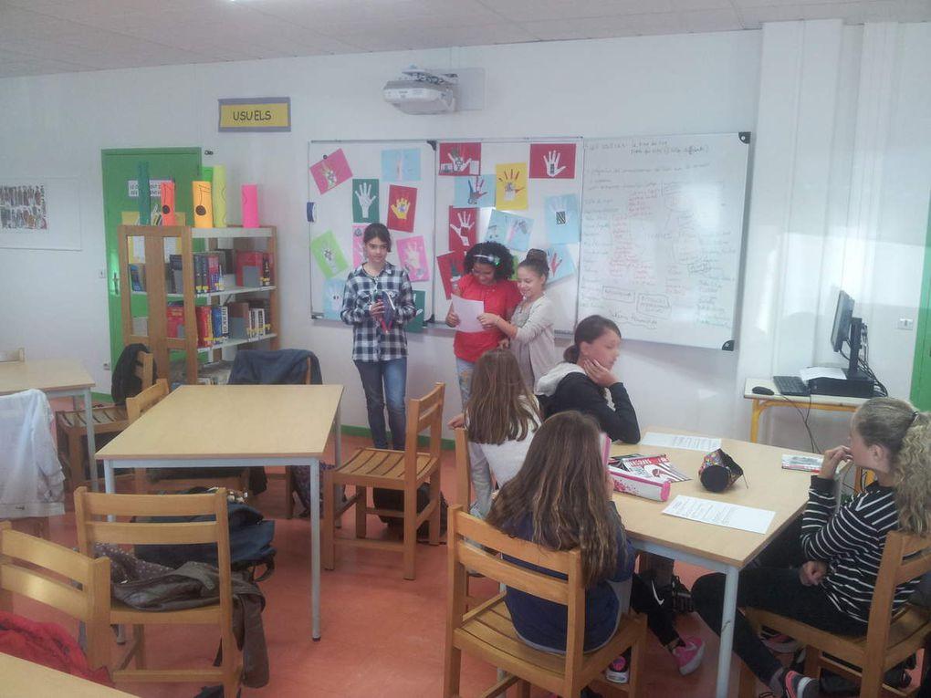 """Des élèves de 6ème analysent les illustrations de magazines ONISEP """"Parcours"""" sur différents métiers"""