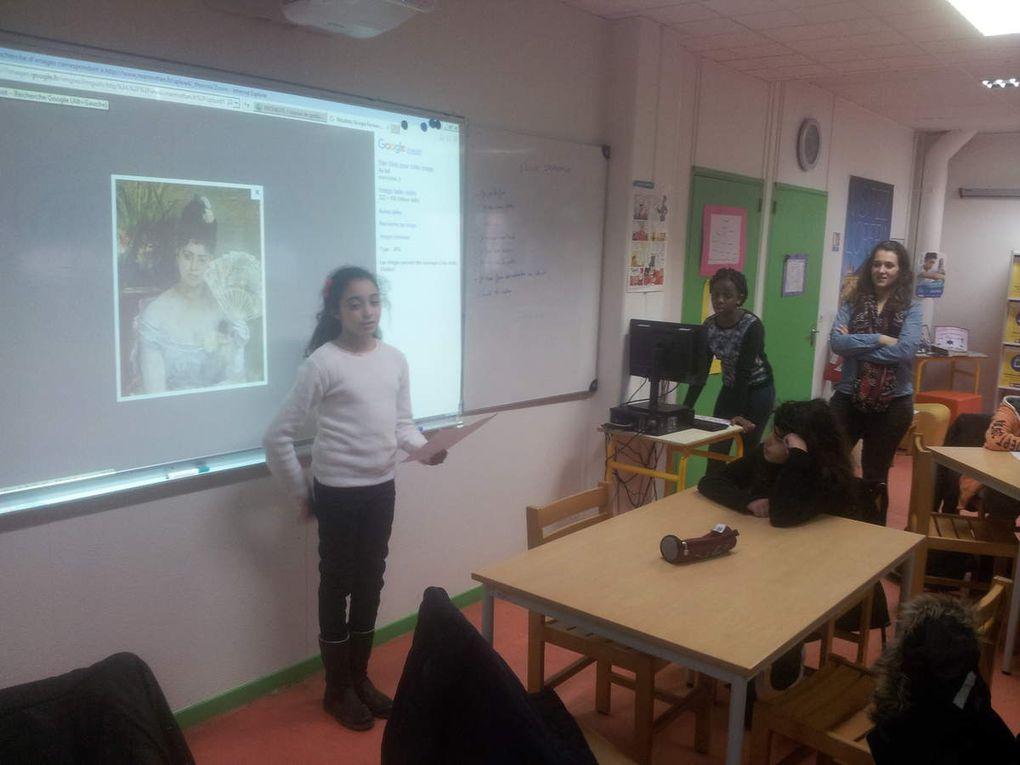 Des 6ème3 lors de la présentation de femmes artistes au CDI !
