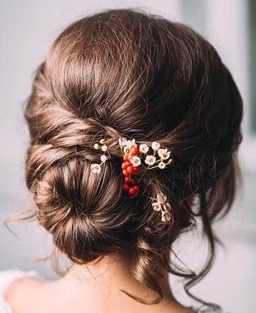 Mariage : idées de coiffures fleuries