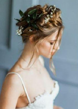 20 coiffures de mariée avec des fleurs blanches