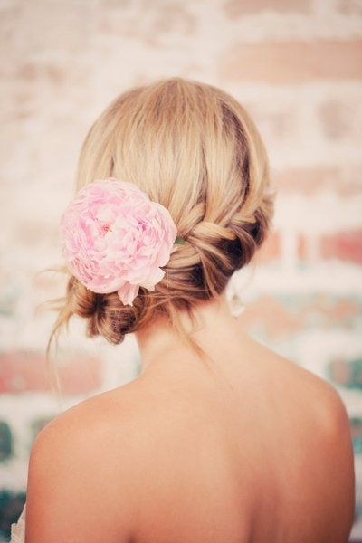 25 chignons fleuris de mariage