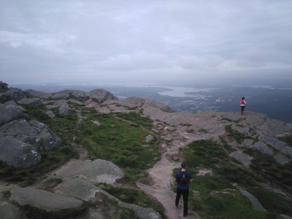 Et encore pas mal d'autres photos (faites défiler). J'ai bien aimé la vue depuis le sommet, oui.