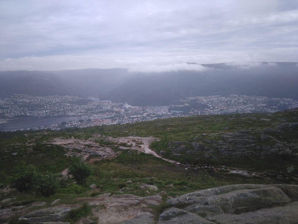 Premier panorama depuis le sommet (faites défiler les images).