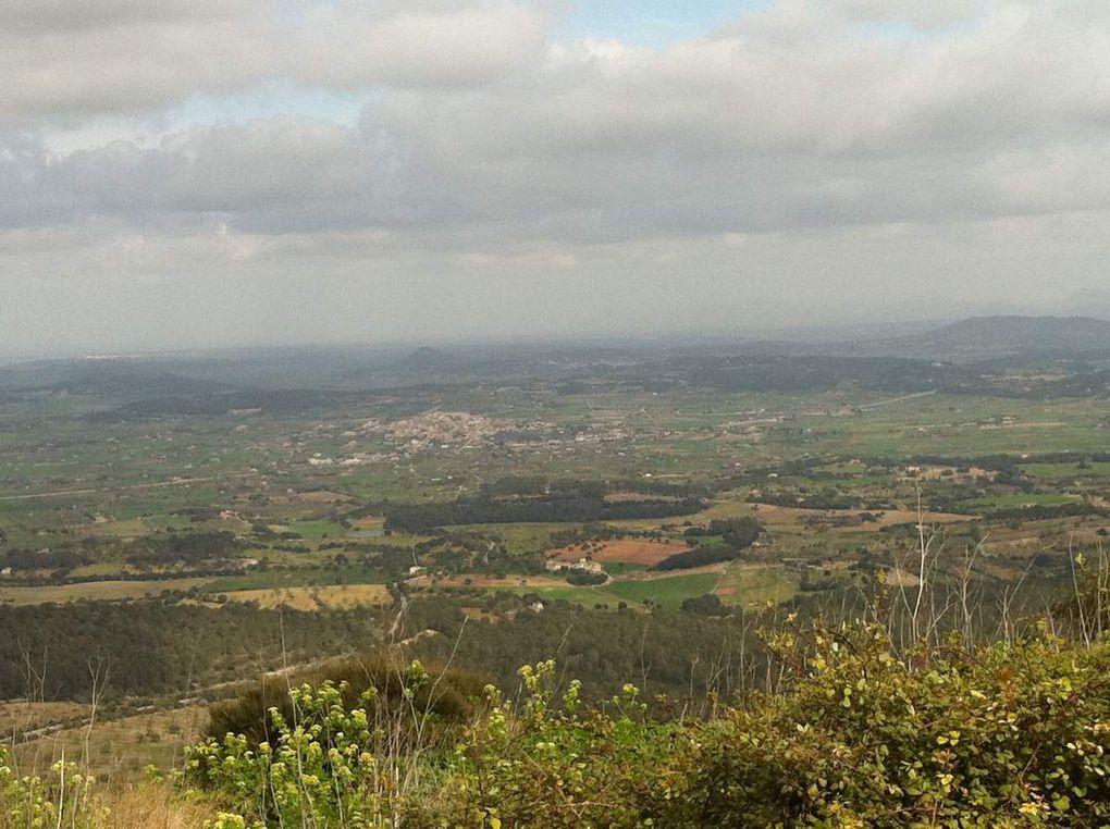 Le pic et le village de Randa