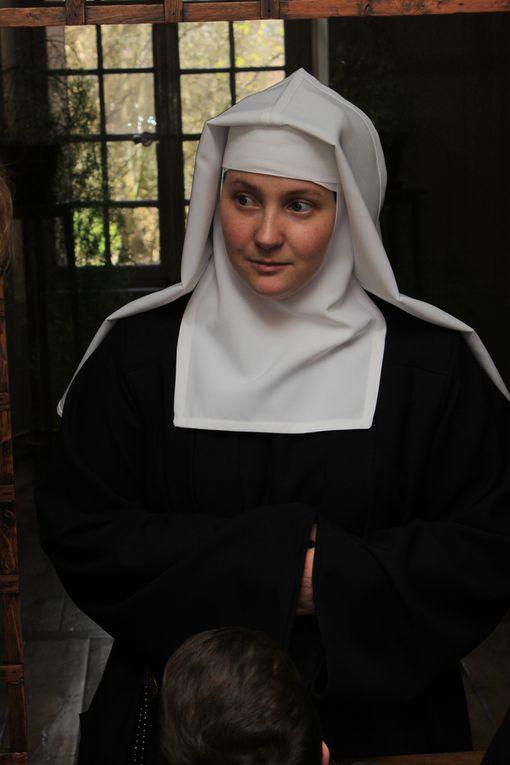 Le 4 mai 2016, jour de l'Annonciation, vêture de Marie Blandine, avec sœur Marie Caroline de Lyon à la Visitation Sainte Marie de Troyes.