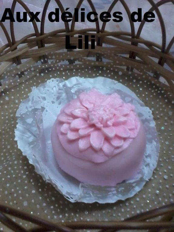 Dziriettes en forme de rose,  Makrout-el-louz en forme de coeur, Kikaat talia, M'khabez rose