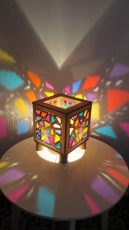 Allumer une ampoule dans une boite ajourée est assez magique...
