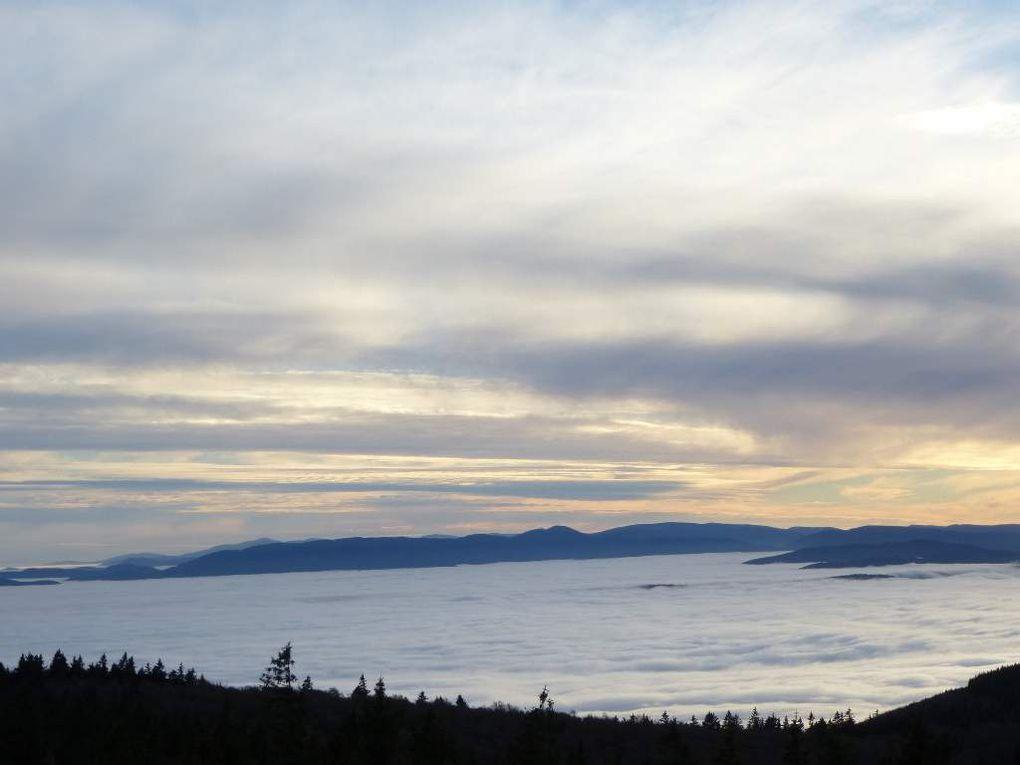Ambiance du soir naissant automnale, vue depuis le sommet du Champ-du-Feu (alt. 1100 m).