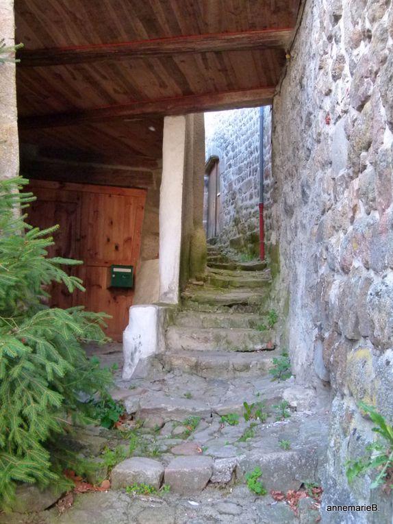 De la pierre....et nous sommes bien sur la route de St Jacques de Compostelle