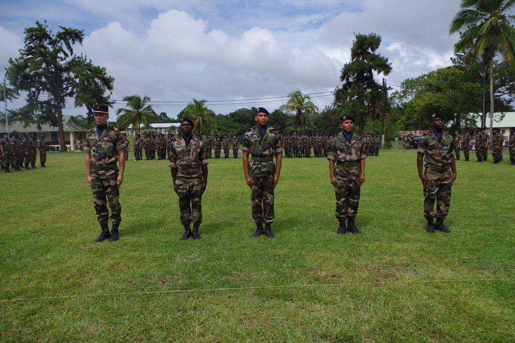 Après présentation au drapeau, deux sections de la Formation Militaire Initiale (FMI) se sont vues remettre, le 27 janvier 2015, l'insigne du RSMA. Les meilleurs éléments ont été chaleureusement félicités. Un défilé et un pot ont clos la PAD. Tous droits réservés, RSMA-Gy
