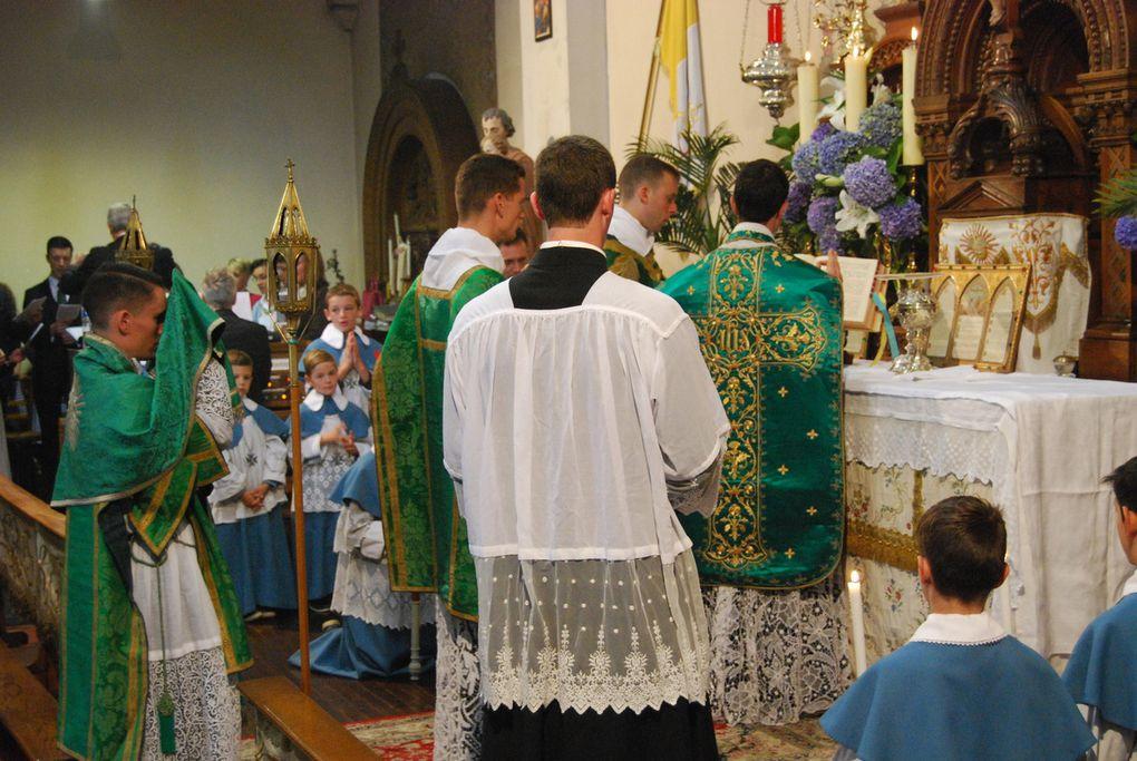 Reportage photographique de la Première Messe de M le chanoine de la Pintière à Saint François.