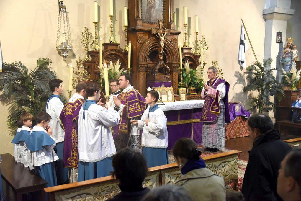 Photos de la messe Solennelle célébrée par notre provincial Monseigneur Schmitz
