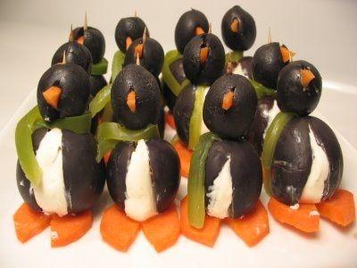 pingouin avec des olives noires buffet de fête