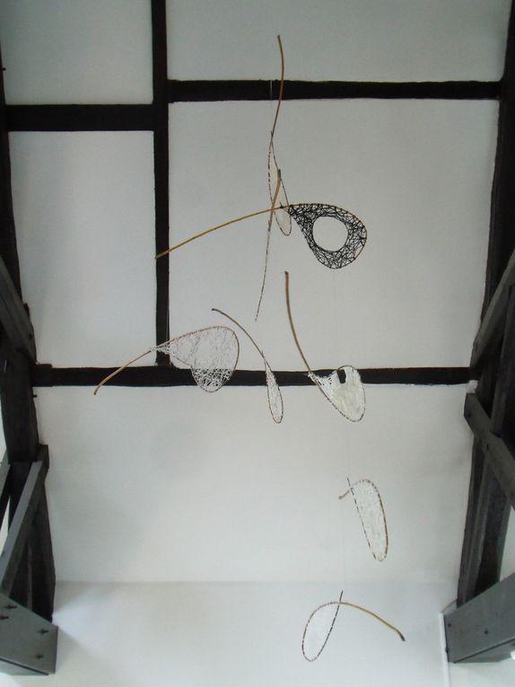 MOBILE GRAINE 1: 8 éléments, osier, laine.