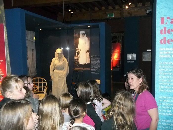 Les enfants des écoles d'Entraigues et de Corps au musée Dauphinois