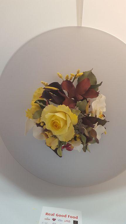 Fleurs exotiques en pâte à fleurs