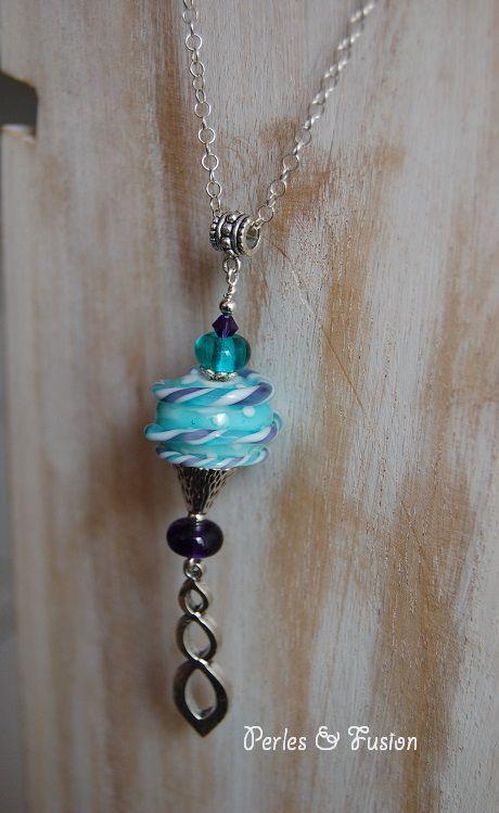 Sautoirs (colliers longs environ 70 cm) avec des perles en verre filées au chalumeau par mes soins
