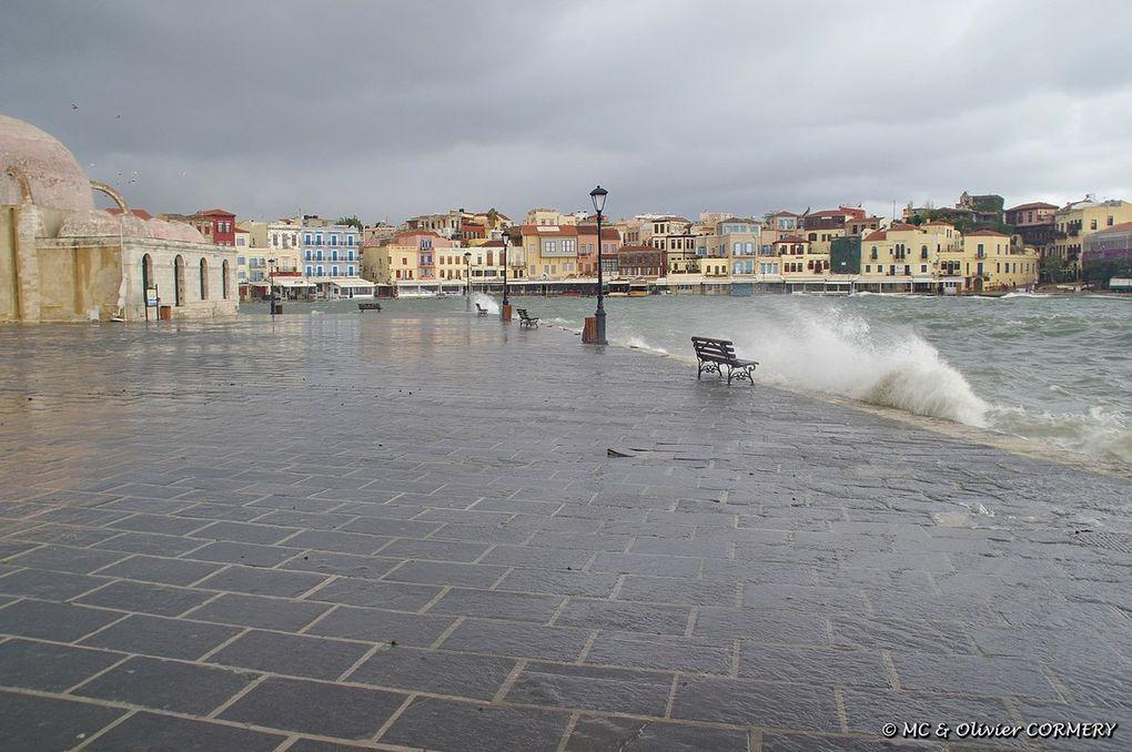 Tempête dans le port de La Canée