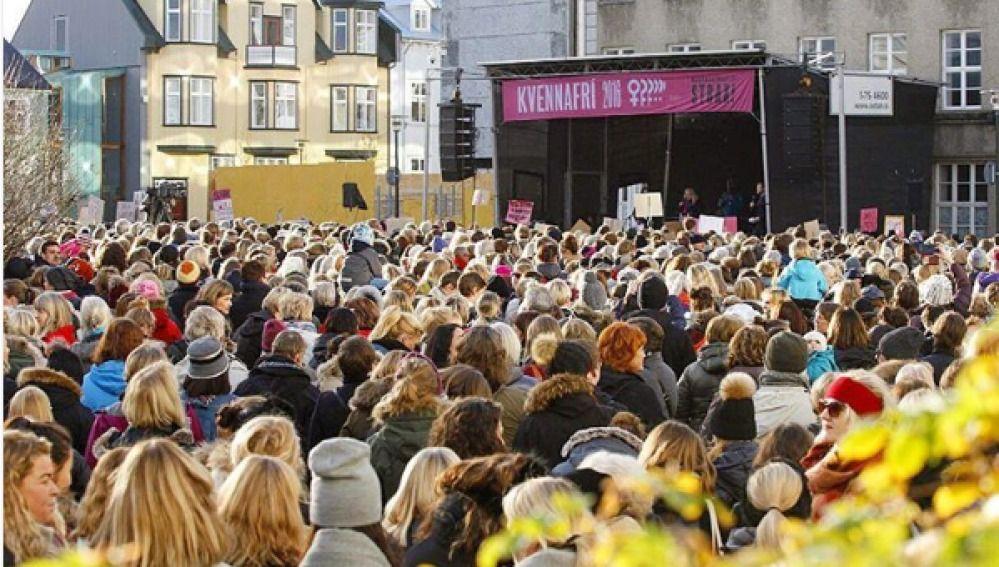 Las mujeres islandesas se plantan: salen antes de trabajar para compensar la diferencia salarial con los hombres