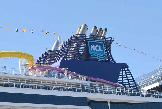 La cheminée du Norwegian Epic et le Norwegian Jade, photo NCL