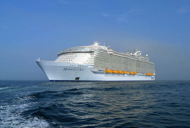L'Harmony of the Seas au large de Cherbourg