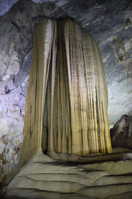 Les immenses grottes de Phong Nha