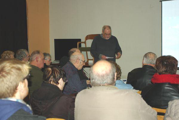 Discours du Président des Amis du Musée et Gérard dans ses oeuvres, heureux de faire connaitre des anecdotes de son enfance.