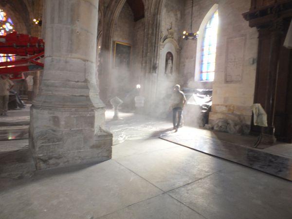 Diaporama du travail de nettoyage de l'intérieur de l'église.