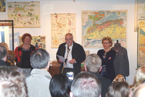 Les discours de mesdames le Maire et la député, puis de Jean Charles maitre d'oeuvre de l'exposition et Gérard Lecornu président des AMH.