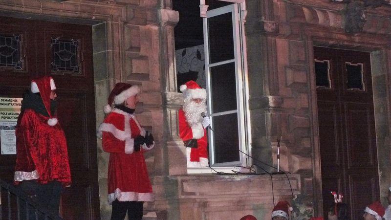 Cinq photos de l'arrivée du Père Noel.