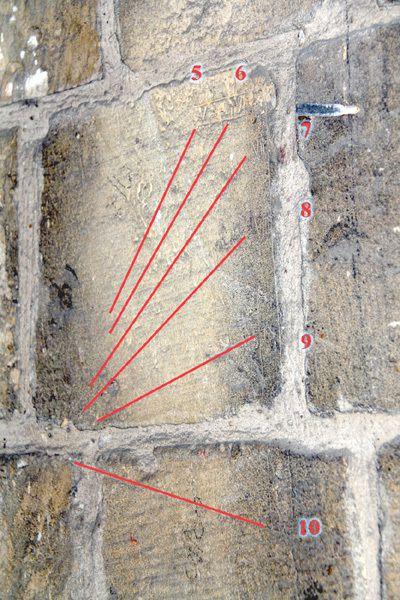Faites tourner les deux photos du diaporama, pour mieux voir les lignes.