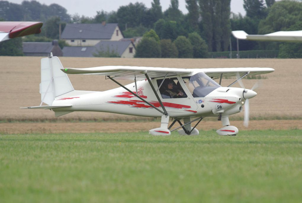 "Concurrents 48, 59 et 60 sur Ikarus C-42. ""diapo"""