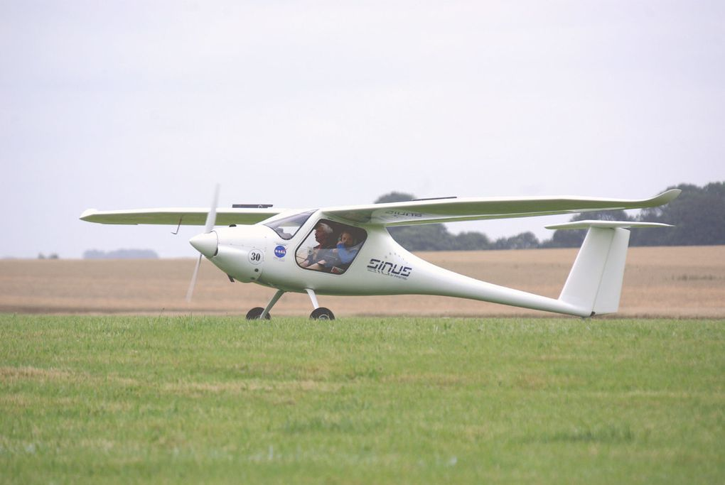 "Concurrents 30, 44, 67 sur Pipistrel Sinus et 56 sur Virus. ""diapo"""