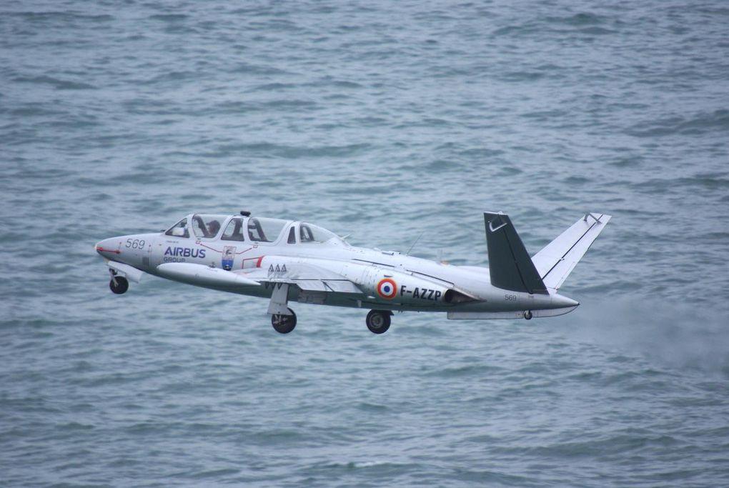Début de la partie aérienne avec une magnifique démonstration du Fouga Magister F-AZZP. (diapo)