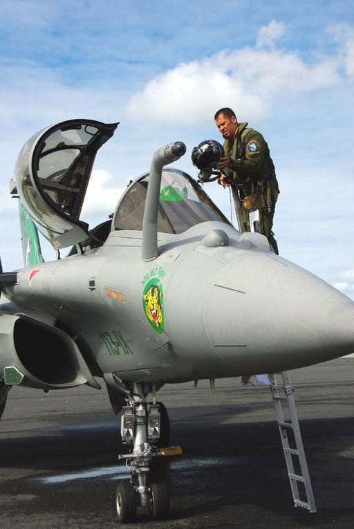 """""""Tao"""" le pilote présentateur du Rafale Solo Display depuis 2013, dans les deux avions et en visite prévol. (diapo)"""