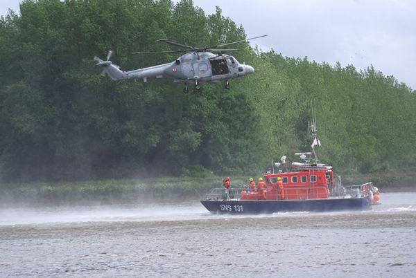 Débutons par le Westland-Aérospatiale Lynx N°264 de la Marine Natinale en exercice d'hélitreuillage. (diapo)