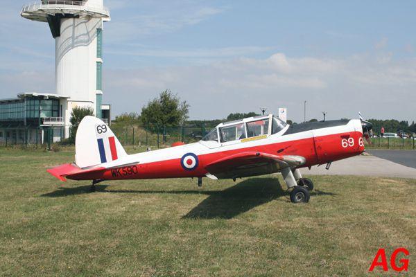 Un avion de collection à Octeville. Non il ne s'agit pas du Spit mais il a son charme, le De Havilland Canda DHC-1 Chipmunck G-BWVZ.